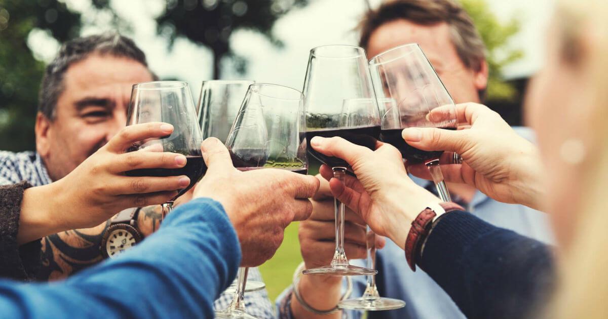 飲み会や結婚式が盛り上がる 今日から使える乾杯の挨拶例文集 マナラボ