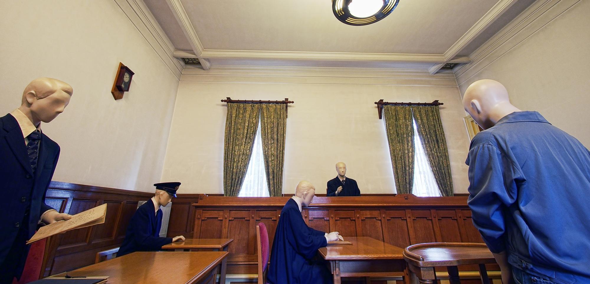 検事の仕事内容と役割 なるための方法や給与 勤務体系を解説