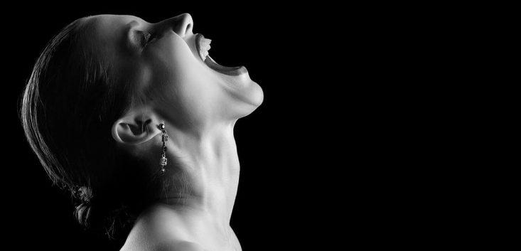 情緒不安定の症状と原因と改善方法 女性ホルモンと情緒不安定の関係