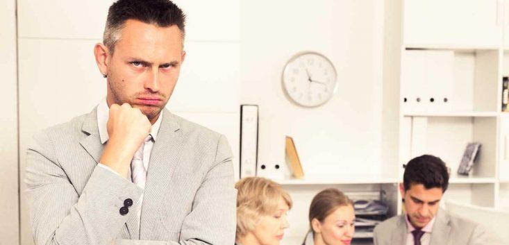 責任転嫁の意味と責任転嫁する人の原因 場面ごとの対処方法を解説