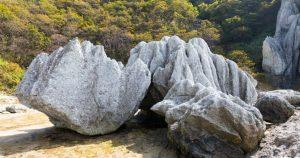 盤石(ばんじゃく)の意味と言葉の由来 類語と対義語 例文を解説